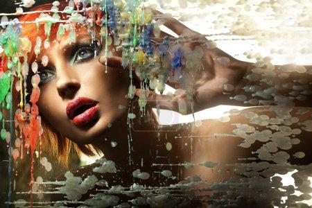 Photo pour Portrait coloré d'une belle rousse - image libre de droit