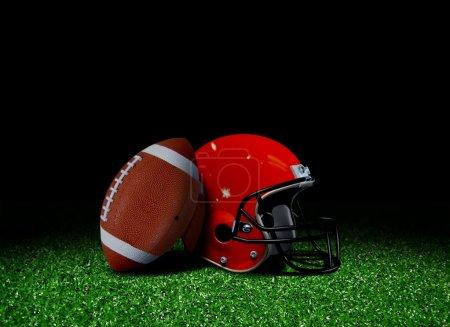 Photo pour Football américain et le casque sur le champ - image libre de droit