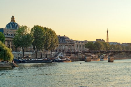 View the banks of the Seine in Paris