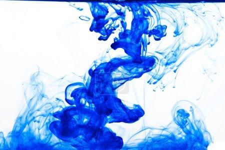 Blauer Farbtropfen