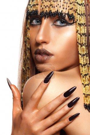 Photo pour Portrait d'une femme égyptienne hautaine dans le style ancien - image libre de droit