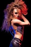 Gyönyörű nő, hatalmas afro hajvágás