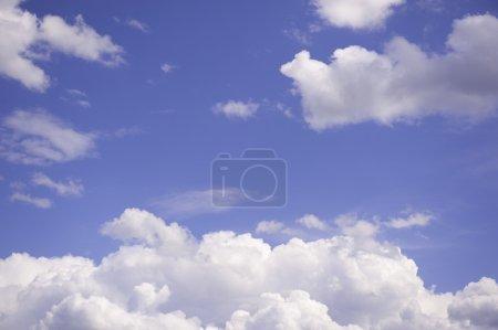 Photo pour Bleu ciel avec nuages closeup - image libre de droit