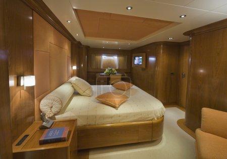 Photo pour Italie, S.Felice Circeo (Rome), yacht de luxe Rizzardi Posillipo Technema 95 ', chambre des maîtres - image libre de droit