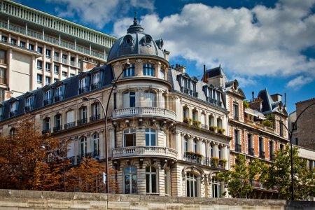 Photo pour Façades typiques de l'architecture française, Paris, France - image libre de droit