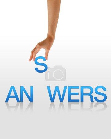 Photo pour Graphique haute résolution d'une main tenant la lettre S du mot Réponses . - image libre de droit