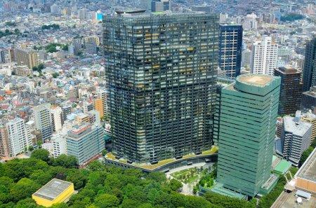 Photo pour Vue aérienne du quartier de Shinjuku, Tokyo, Japon . - image libre de droit