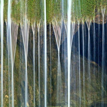 """Photo pour Cascade """"Sribni Struji"""" (filaments argentés). Crimée, Ukraine. Exposition à long terme . - image libre de droit"""