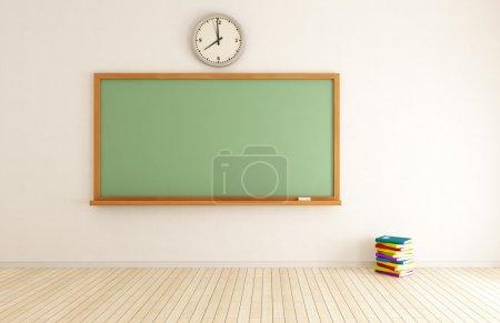 Photo pour Salle de classe vide avec tableau vert et pile de livres - rendu - image libre de droit