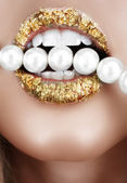 Gold leaf mouth with pearls.