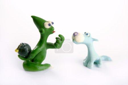 Photo pour Deux amis plaisantent trahison avec bombe main cachée, jouets de pâte à modeler - image libre de droit
