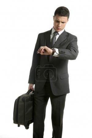 Photo pour Homme d'affaires regarde sa montre avec sac isolé sur blanc - image libre de droit