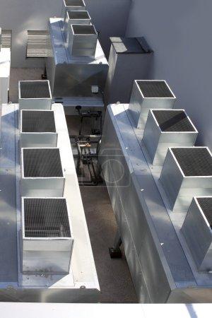 Photo pour Climatiseur industriel gris argent machine - image libre de droit