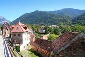 Hecho údolí obce kamenné ulice v Pyrenejích