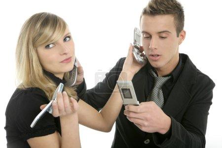 Foto de Estrés con llamadas telefónicas entre un par de negocios con muchos teléfonos - Imagen libre de derechos