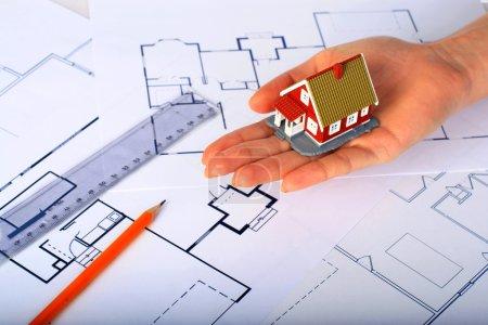 Photo pour Conception d'une nouvelle maison. Concept immobilier . - image libre de droit
