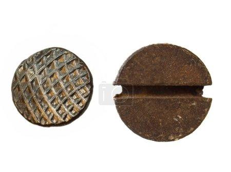 Photo pour Vieux clou métallique et les têtes de vis rouillée isolés sur fond blanc - image libre de droit