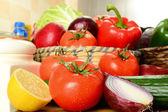 Syrové zeleniny na kuchyňském stole
