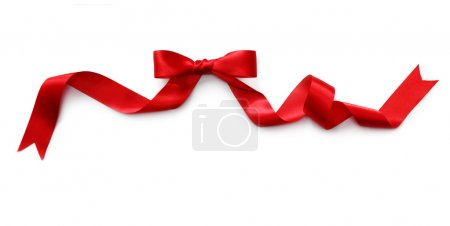 Photo pour Ruban de satin rouge avec noeud isolé sur fond blanc - image libre de droit