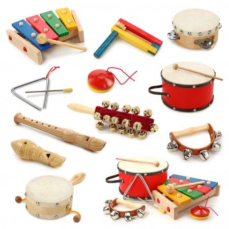 Foto de Colección de instrumentos musicales sobre fondo blanco - Imagen libre de derechos
