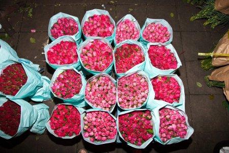 Photo pour Roses offertes lors de la soirée marché à bangkok aux fleurs - image libre de droit