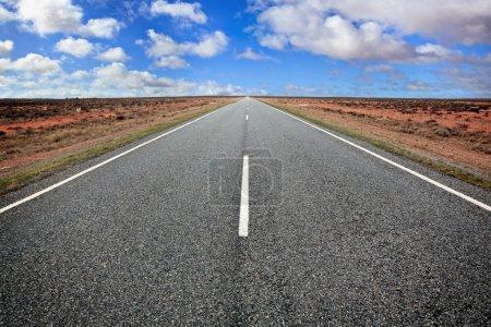 Photo pour Ouvrir la route dans l'australian outback, Nouvelle-Galles du Sud. - image libre de droit
