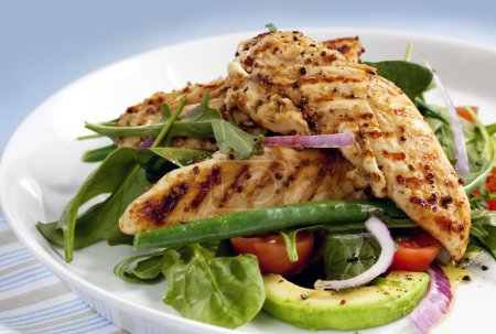 Photo for Salad of grilled chicken tenderloins with avocado, tomatoes, red onion, green beans, spinach and arugula. Delicious healthy eating. - Royalty Free Image