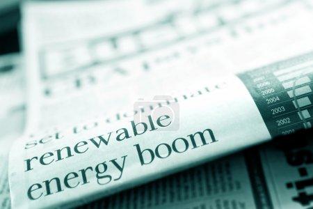 """Foto de Titular del periódico que dice """"boom de las energías renovables"""". Profundidad superficial del campo, tono azul . - Imagen libre de derechos"""