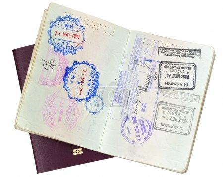 Photo pour Timbres de visa en passeport ouvert, sur passeport fermé de l'UE. Chemin de coupe inclus . - image libre de droit