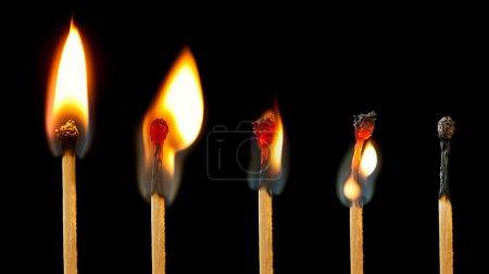 Foto de Secuencia de imágenes del partido, desde completo llama se extinga quema. - Imagen libre de derechos