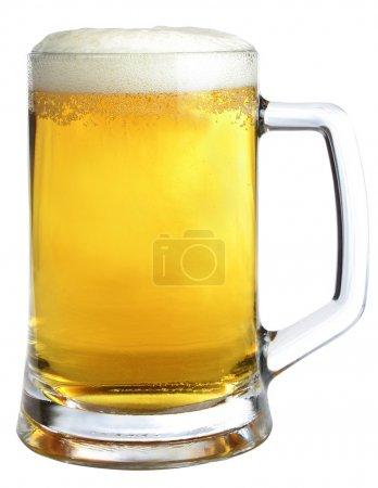 Photo pour Tasse de bière sur fond blanc - image libre de droit