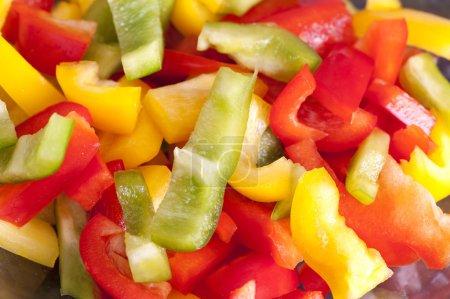 Foto de Pimientos colores mezclan y picado - Imagen libre de derechos