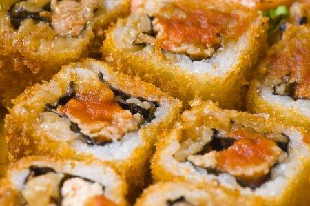 Photo pour Plats traditionnels japonais - sushi et rouleaux . - image libre de droit
