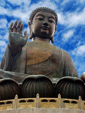 Photo pour Image isolée de la statue géante de la tête de Bouddha - image libre de droit