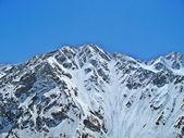 Montagna del Caucaso sotto la neve