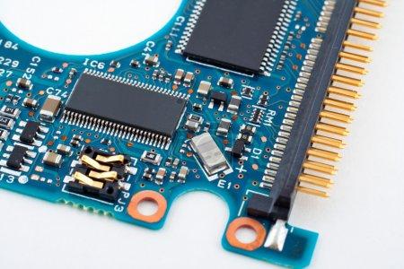 Photo pour Circuit électronique sur fond blanc - image libre de droit