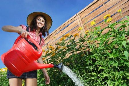 Photo pour Jardinier de belle femme - image libre de droit
