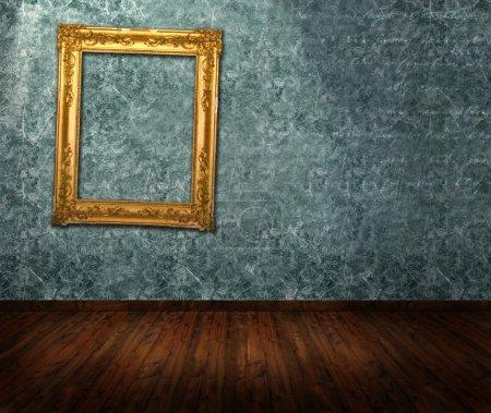 Photo pour Intérieur de la pièce - cadre orné sur le mur - image libre de droit