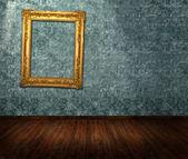 cadre orné sur le mur