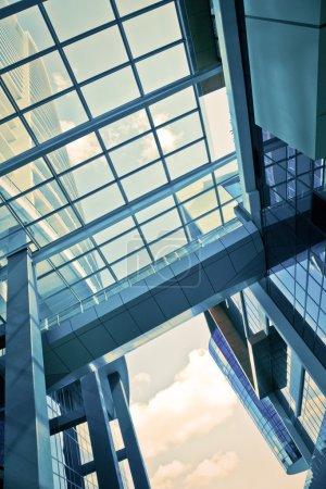 Foto de Edificio corporativo detalle arquitectónico futurista - Imagen libre de derechos