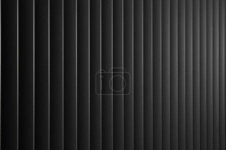 Photo pour Fond abstrait avec lignes verticales en métal foncé - image libre de droit