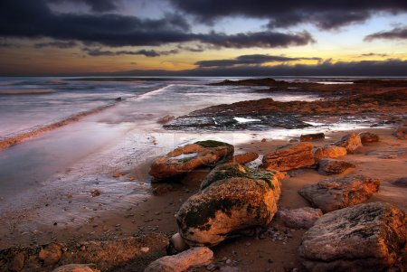Photo pour Paysage marin de la côte portugaise dans la région de Carcavelos - image libre de droit