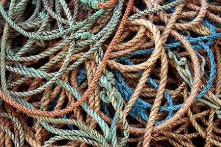 Photo pour Fond de vieilles cordes de pêche sales sous la lumière du soleil - image libre de droit