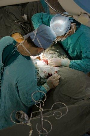 Photo pour Chirurgien en salle d'opération. vue d'en haut - image libre de droit