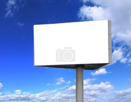 Photo pour Panneau-réclame avec fond de ciel - image libre de droit