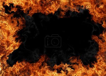 Photo pour Flammes de feu isolées sur fond noir - image libre de droit
