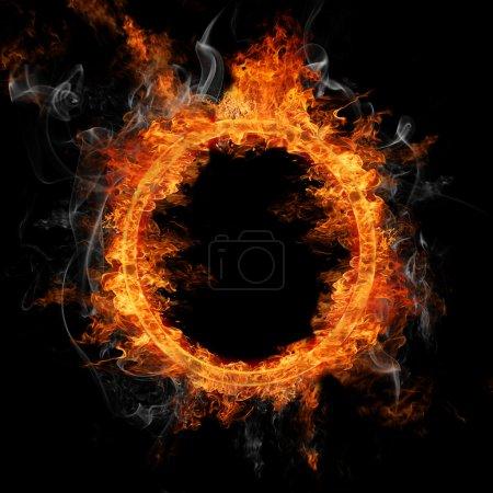 Photo pour Gravure de bague de feu sur fond noir - image libre de droit