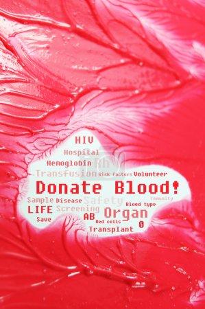 Photo pour Faire un don de message de sang et des mots clés connexes sur fond de tissus et les vaisseaux sanguins humain - image libre de droit