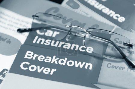 Photo pour Assurance auto et ventilation couvrent folioles et verres - image libre de droit