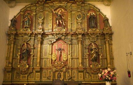 Photo pour Chapelle Autel Détails Statues Christ Mission Dolores Saint Francis De Assis Orné Sculptures San Francisco Californie - image libre de droit